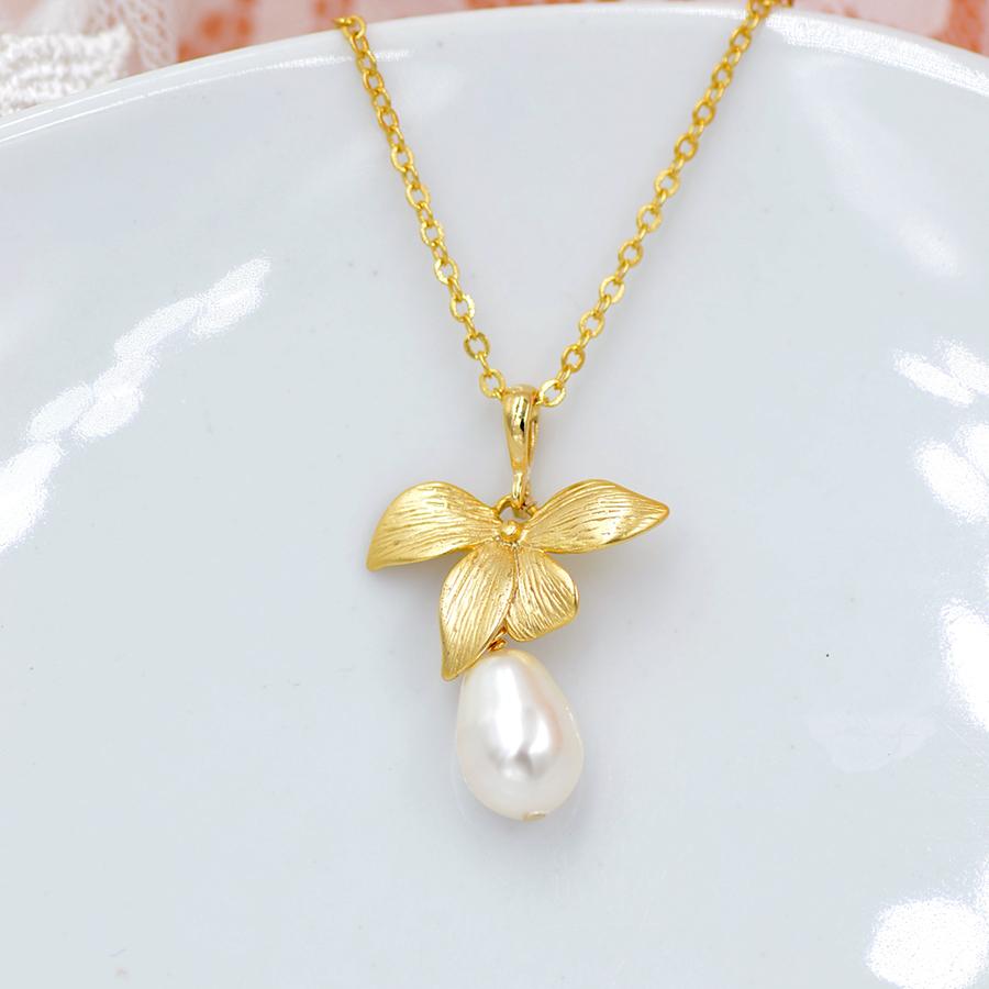 collier Orchidée et perle